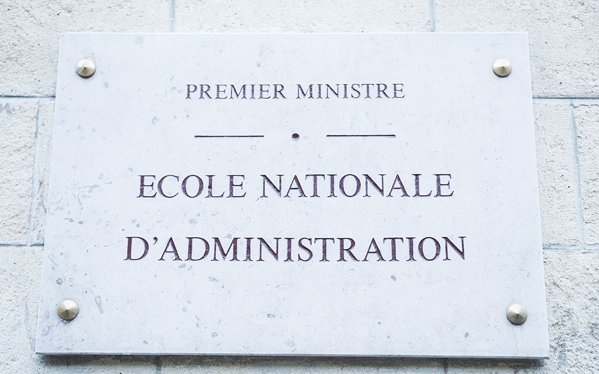 Plaque de l'ENA à Paris